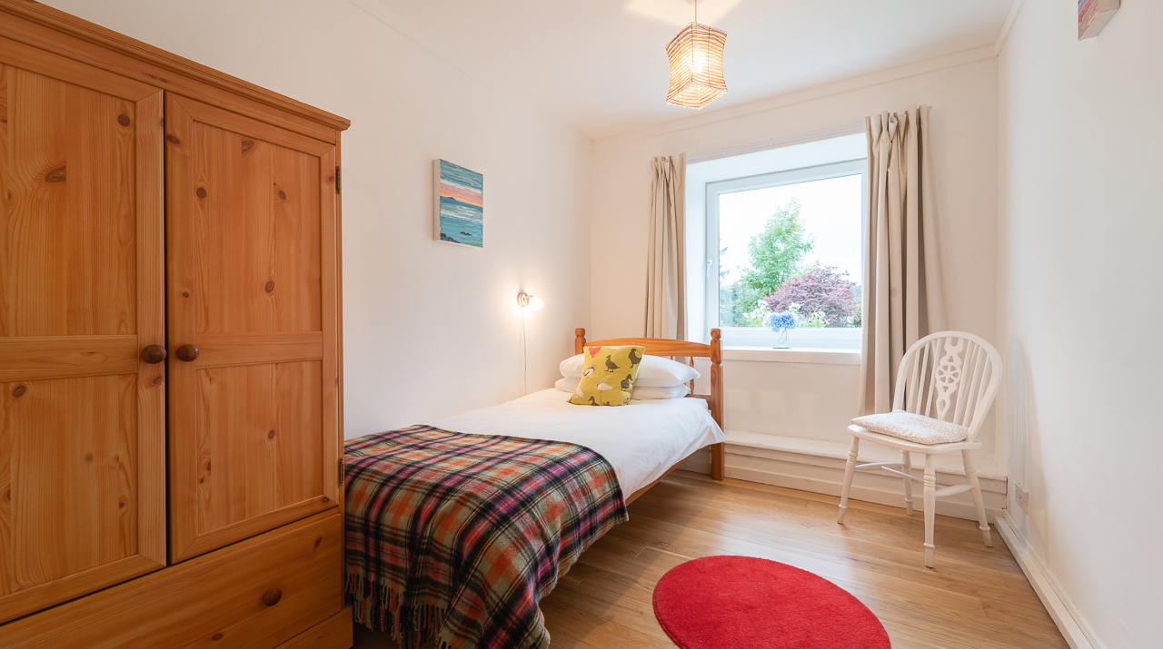 Aros Mains Castle Cottage Twin Bedroom